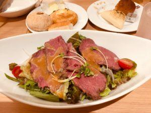 BAQETのランチメニュー、メイン「ローストビーフのサラダ」